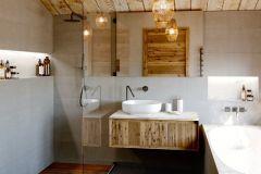 Les-Rahas-Bathroom-Two