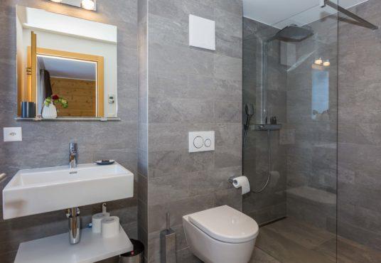 Les Rahas Chalet Bathroom